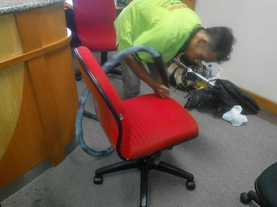 cuci-kursi-kantor-indolife-pensiontama-02