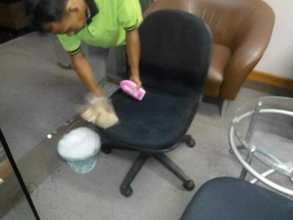 cuci-kursi-kantor-indolife-pensiontama-03