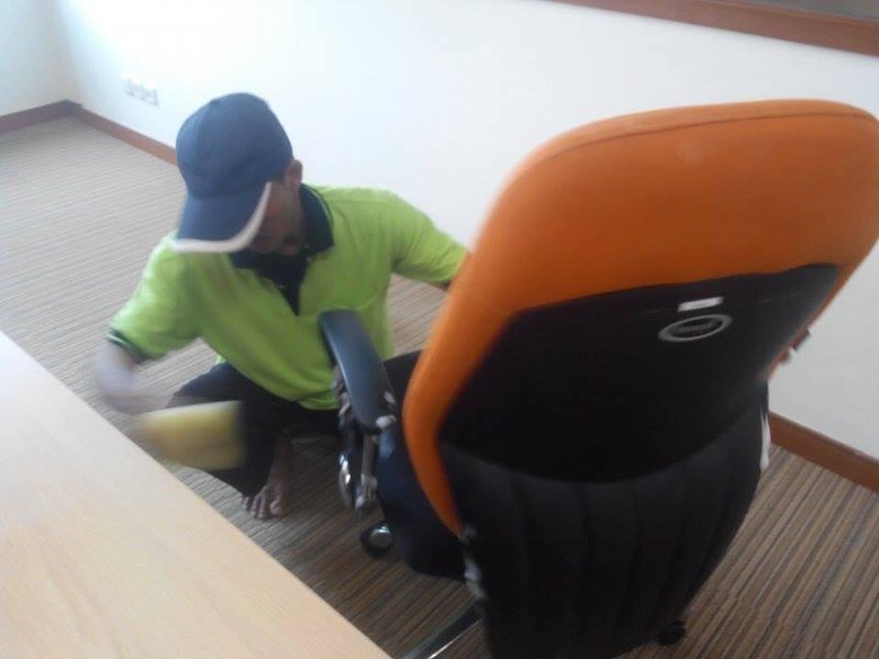 cuci-kursi-kantor-pt-spire-indonesia-01