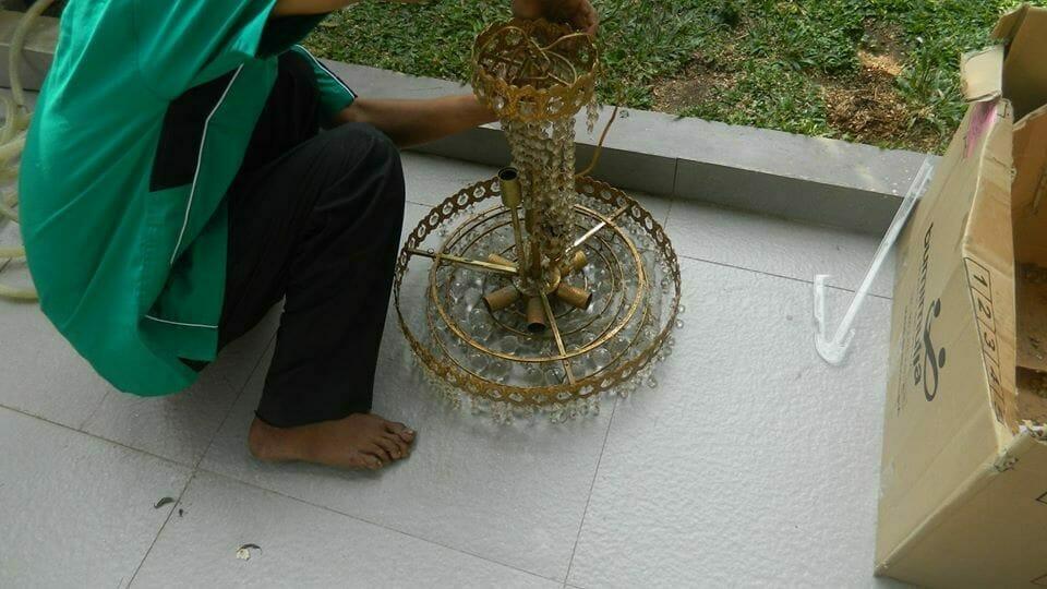 cuci-lampu-kristal-ibu-annie-11