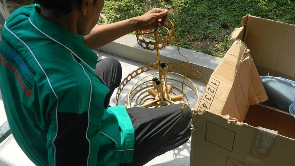 cuci-lampu-kristal-ibu-annie-14