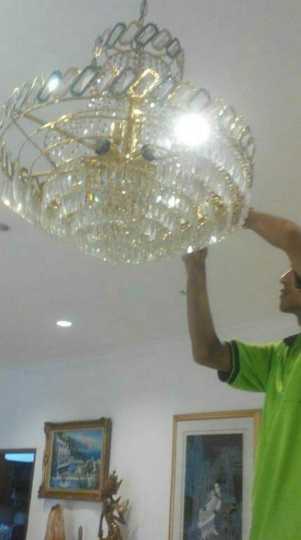 cuci-lampu-kristal-ibu-lusi-02