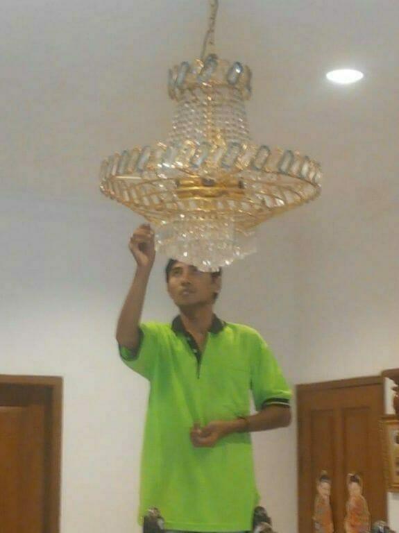 Cuci Lampu Kristal Ibu Lusi | Jasa Cuci Lampu Kristal