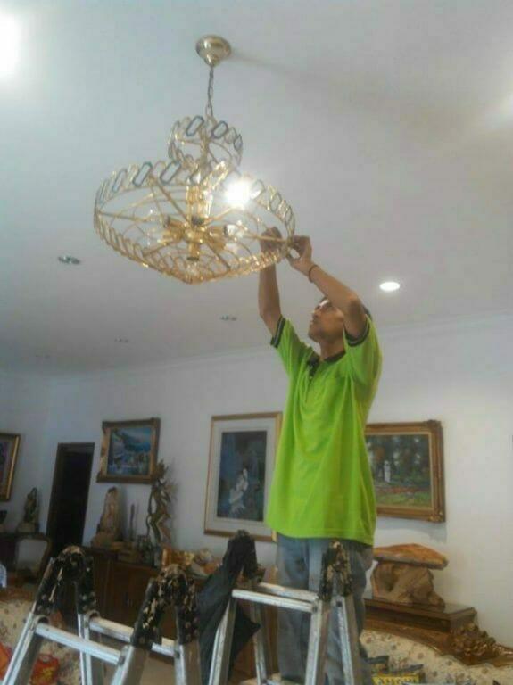 cuci-lampu-kristal-ibu-lusi-04