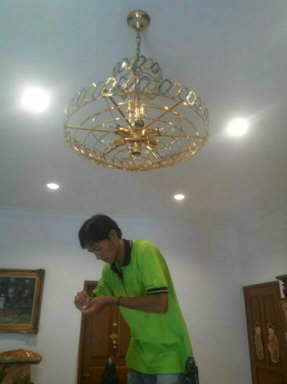 cuci-lampu-kristal-ibu-lusi-05