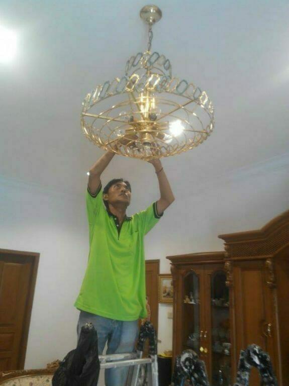 cuci-lampu-kristal-ibu-lusi-06