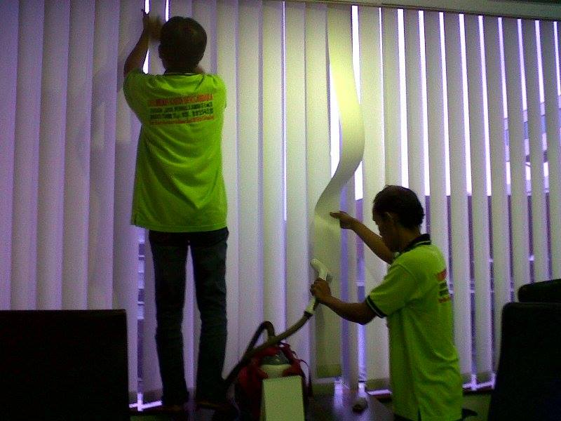 cuci vertical blind PT. Morpho Card Indonesia
