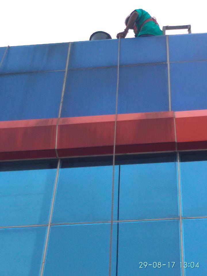 cuci-kaca-gedung-pt-grakindo-15