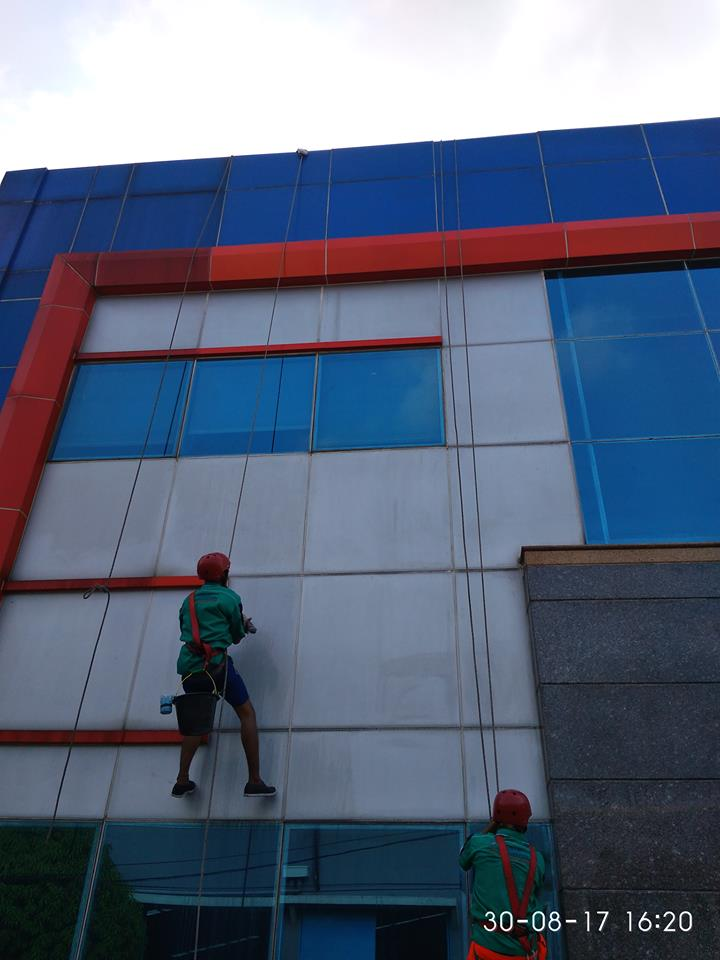 cuci-kaca-gedung-pt-grakindo-21