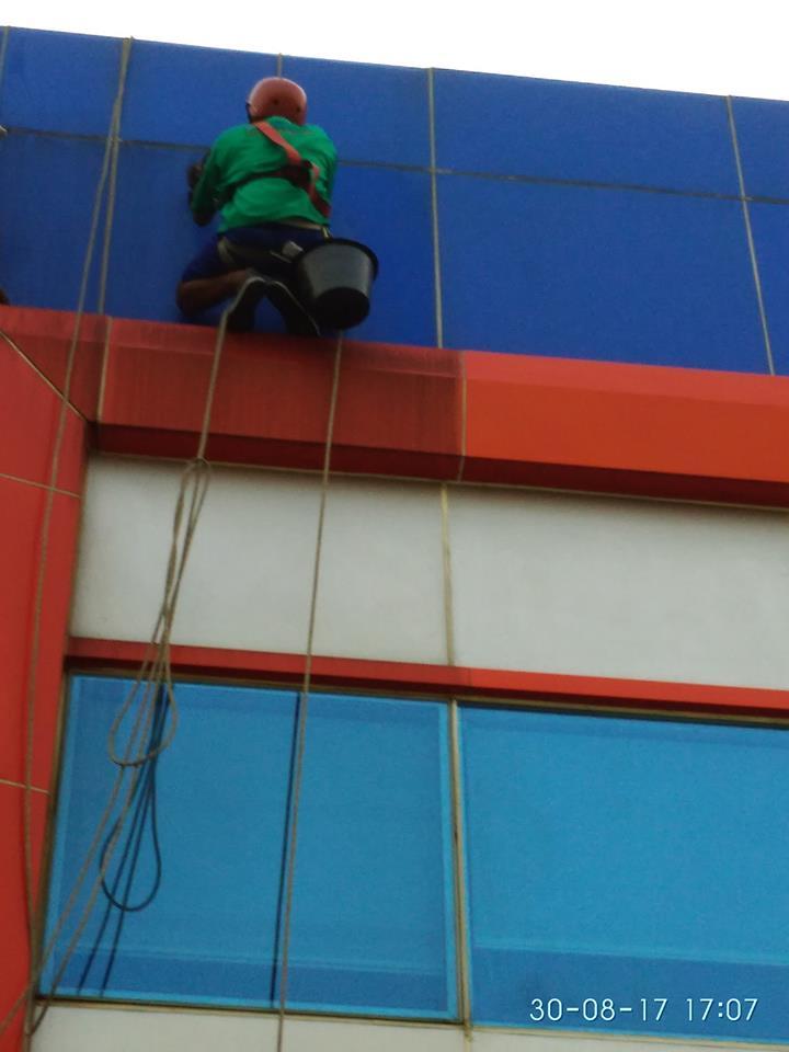 cuci-kaca-gedung-pt-grakindo-22