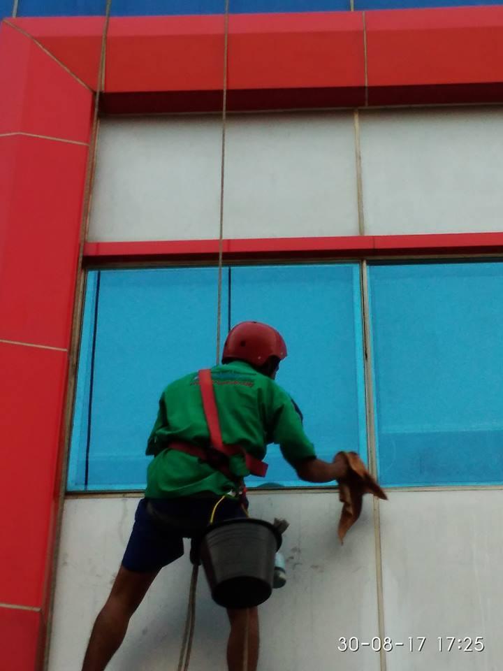 cuci-kaca-gedung-pt-grakindo-25