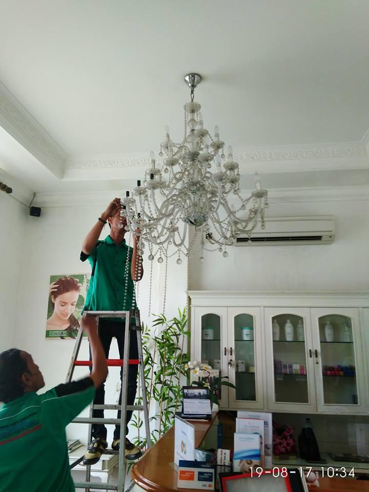 cuci-lampu-kristal-alexa-grace-salon-09
