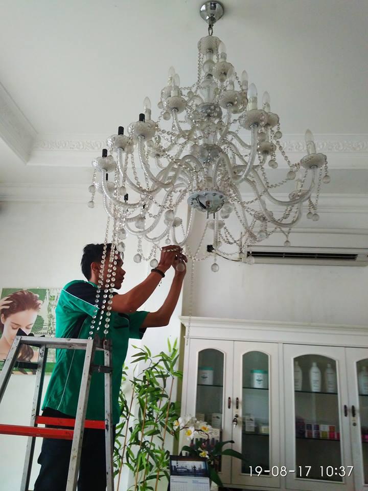 cuci-lampu-kristal-alexa-grace-salon-10