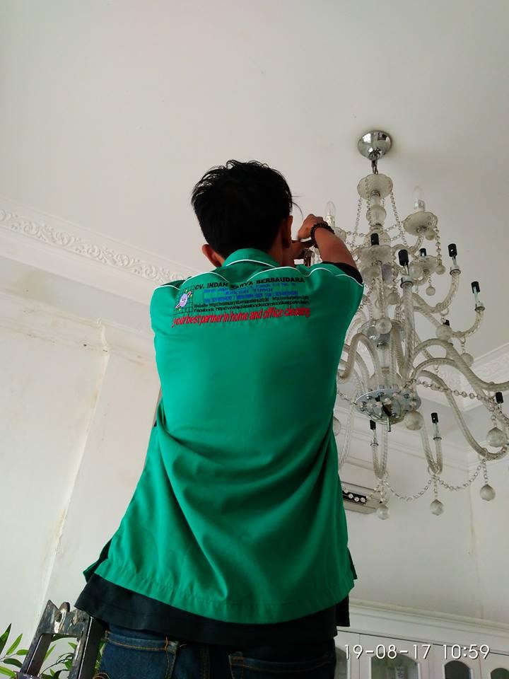 cuci-lampu-kristal-alexa-grace-salon-11