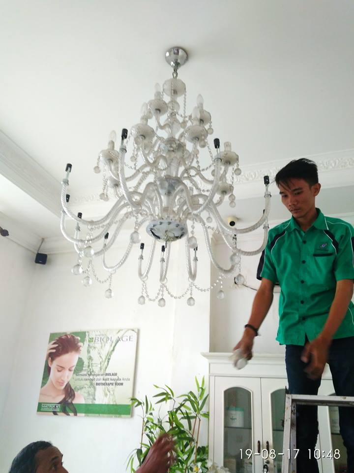 cuci-lampu-kristal-alexa-grace-salon-16