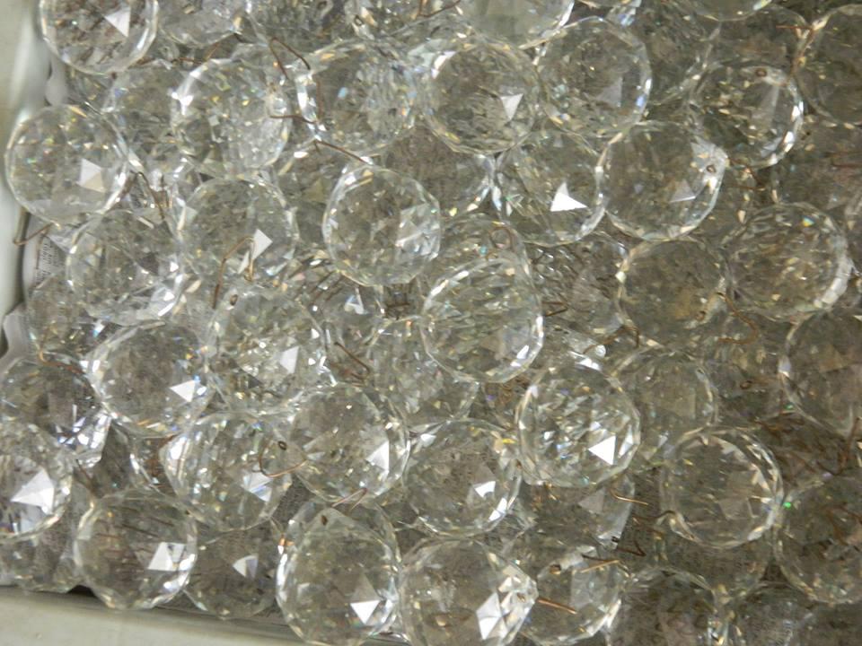 cuci-lampu-kristal-ibu-HJ-Aliyah-13