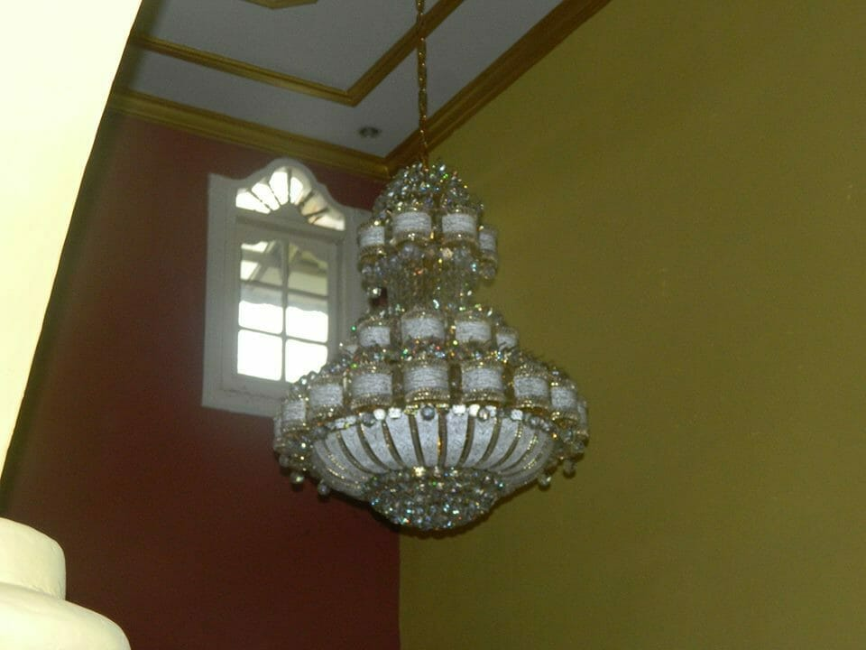 cuci-lampu-kristal-ibu-HJ-Aliyah-18
