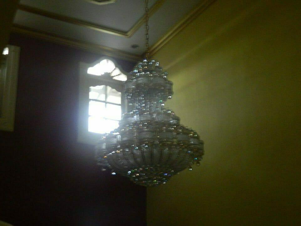 cuci-lampu-kristal-ibu-HJ-Aliyah-19