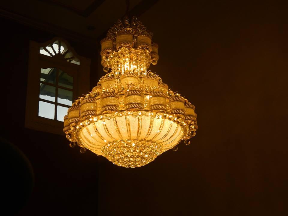 cuci-lampu-kristal-ibu-HJ-Aliyah-21