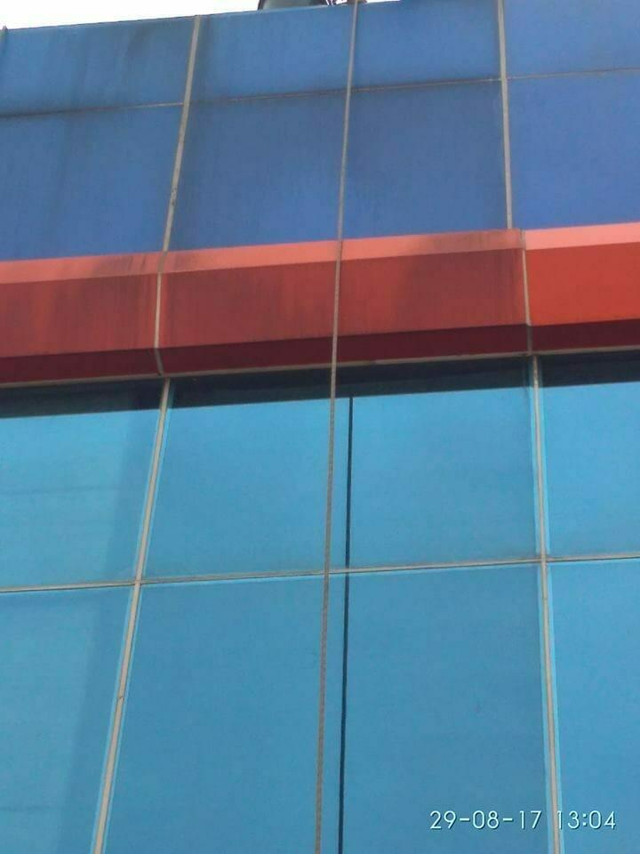 cuci-alucobond-dan-kaca-gedung-pt-grakindo-14