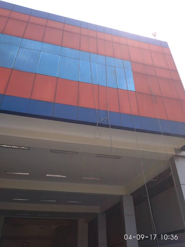 cuci-alucobond-gedung-dan-kaca-gedung-grakindo-05