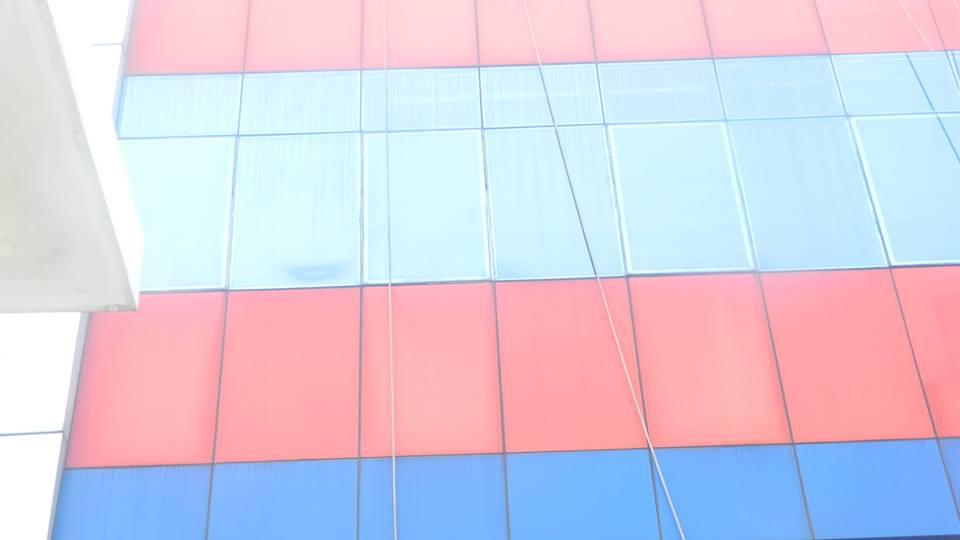 cuci-alucobond-gedung-dan-kaca-gedung-grakindo-16