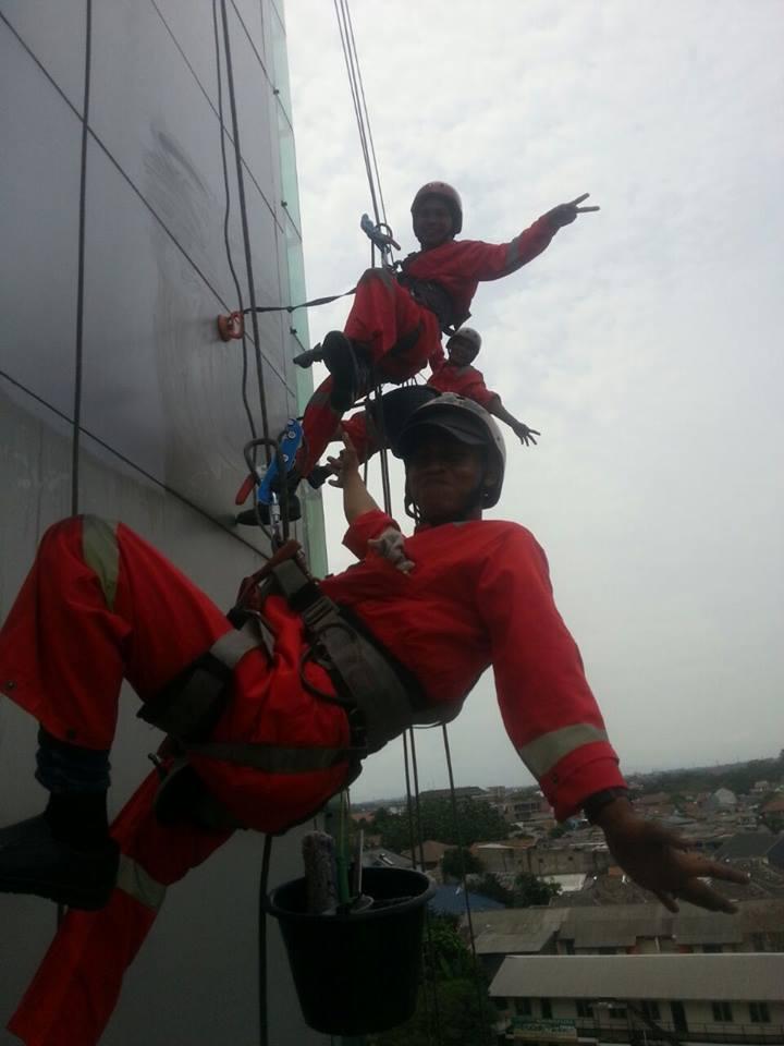 Cuci kaca gedung Kejaksaan Agung RI  | Jasa Cuci Kaca Gedung