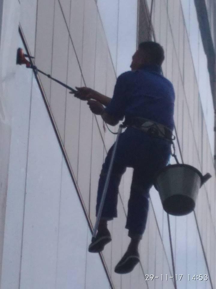 cuci-kaca-gedung-ditjenpas-04