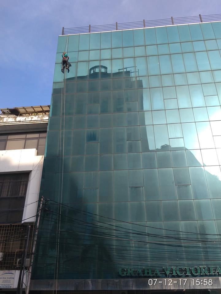 cuci-kaca-gedung-graha-victoria-08