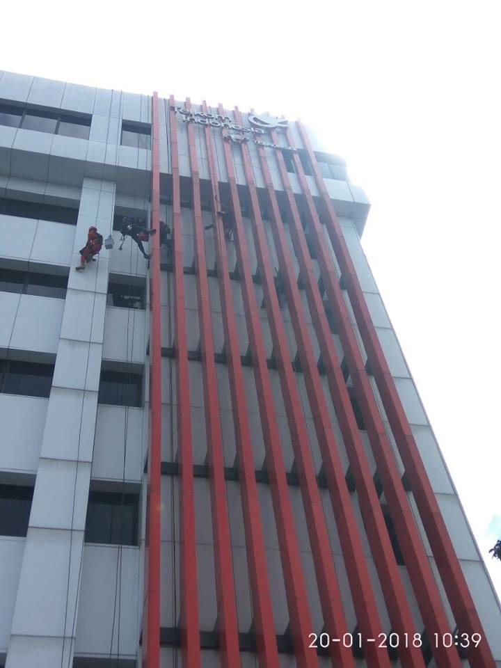 cuci-acp-gedung-kaca-gedung-telkom-jakarta-selatan-02
