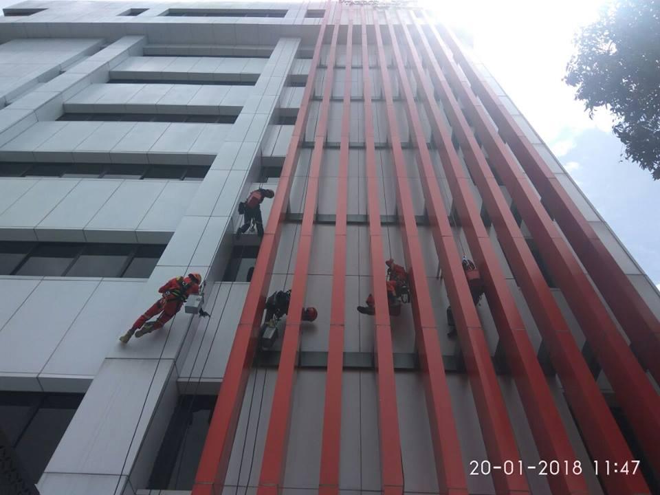 cuci-acp-gedung-kaca-gedung-telkom-jakarta-selatan-06