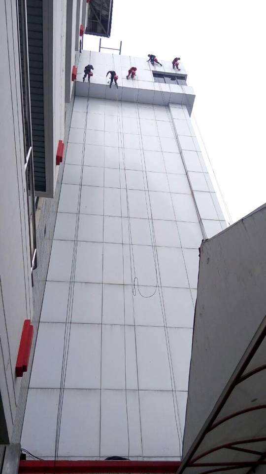 cuci-acp-gedung-kaca-gedung-telkom-jakarta-selatan-08