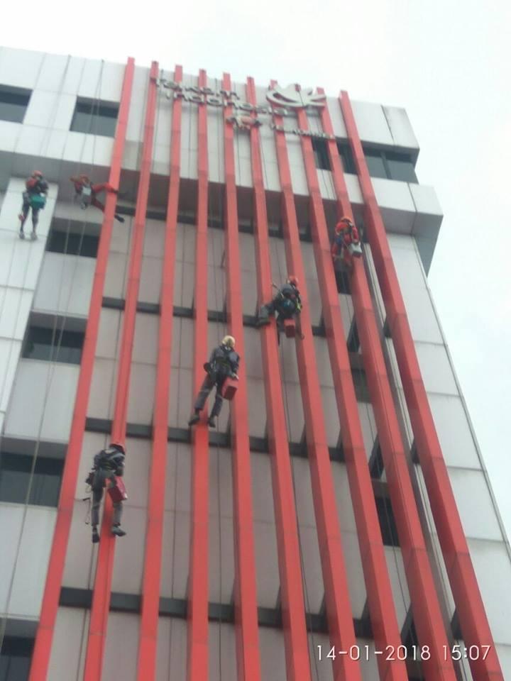 cuci-acp-kaca-gedung-telkom-jakarta-selatan-06