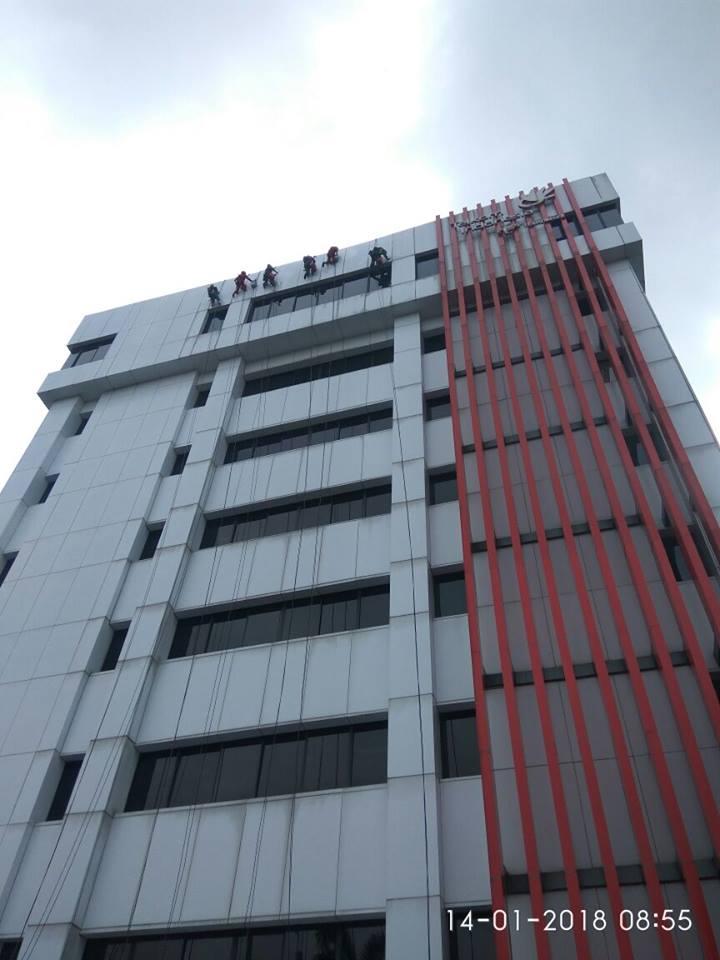 cuci-acp-kaca-gedung-telkom-jakarta-selatan-07