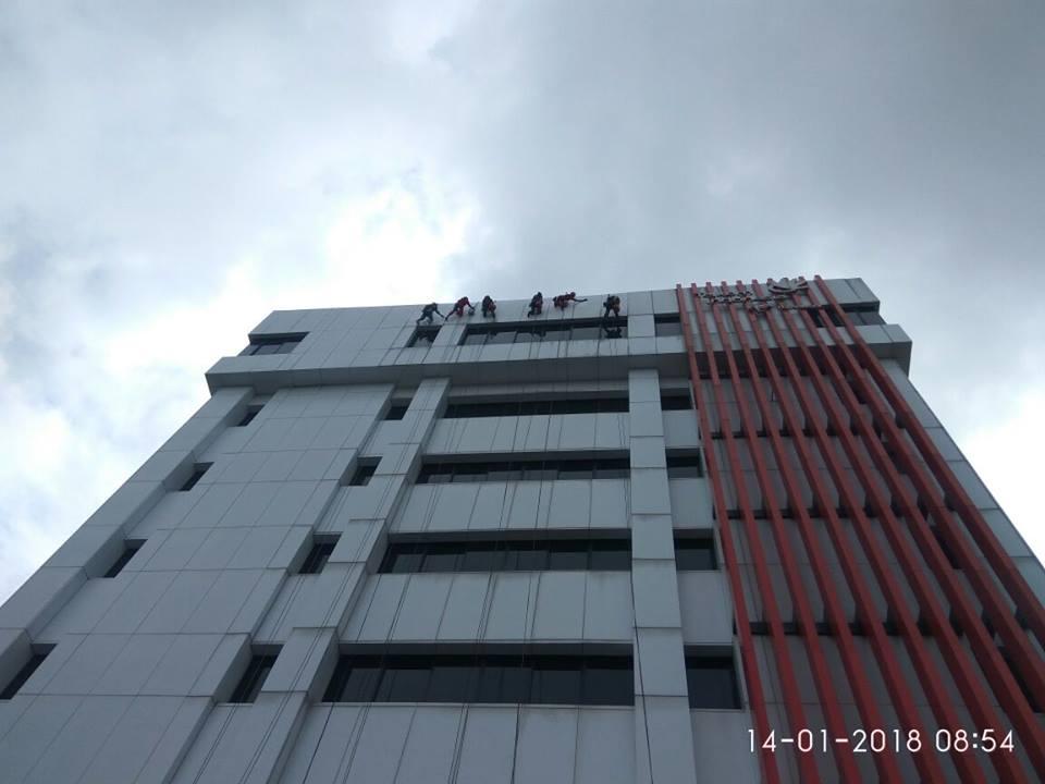 cuci-acp-kaca-gedung-telkom-jakarta-selatan-09
