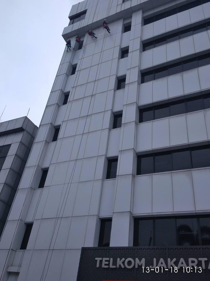 cuci-kaca-gedung-acp-gedung-telkom-jakarta-selatan-01