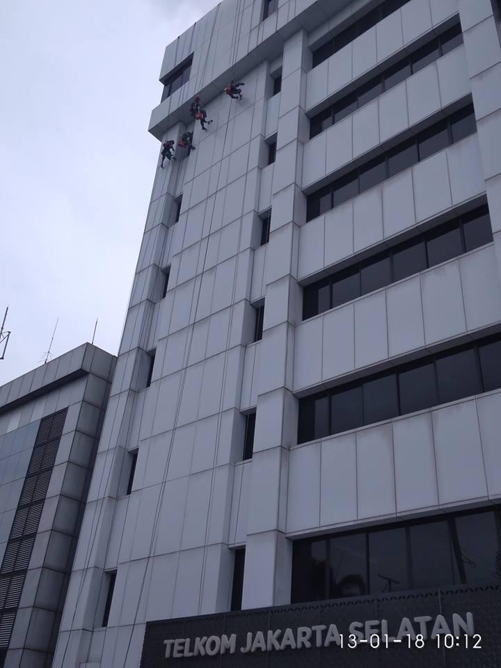 cuci-kaca-gedung-acp-gedung-telkom-jakarta-selatan-02