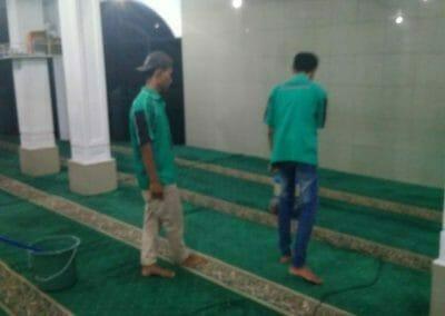 cuci-karpet-masjid-nurul-amal-07