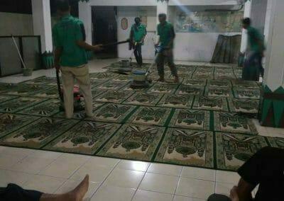 cuci-karpet-masjid-nurul-amal-14