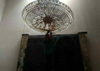 cuci-lampu-kristal-engkoh-arifin-09