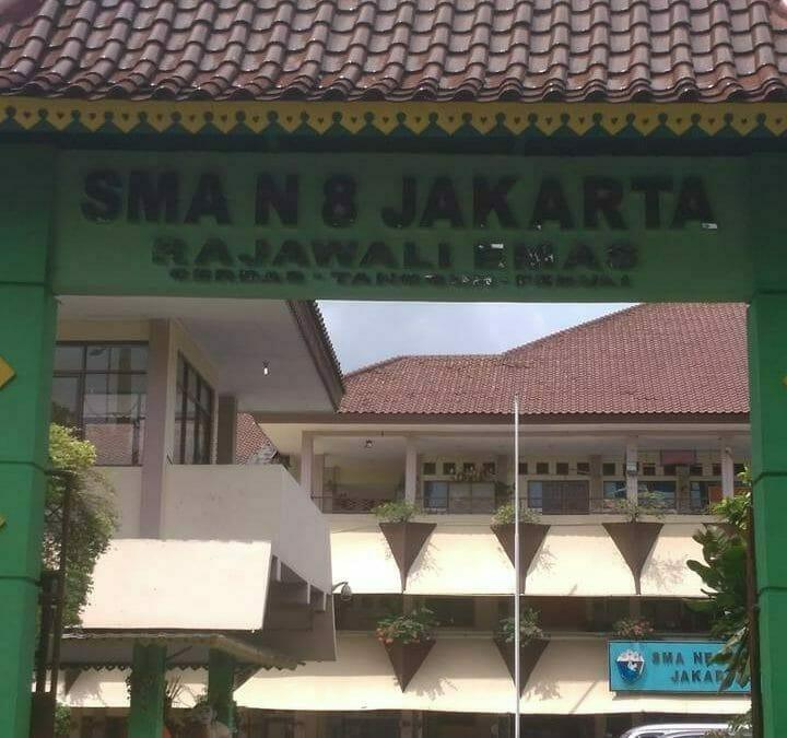 Cuci Lampu Kristal Masjid Darul Irfan SMAN 8 SMANDEL Jakarta