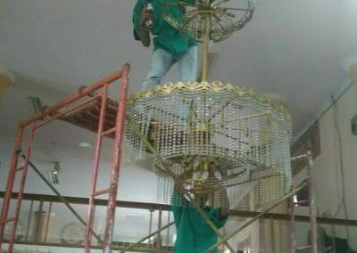 cuci-lampu-kristal-masjid-darul-irfan-27