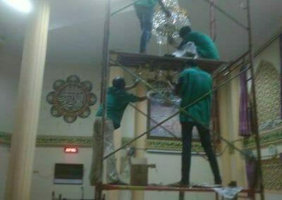 cuci-lampu-kristal-masjid-darul-irfan-32