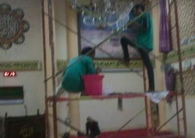 cuci-lampu-kristal-masjid-darul-irfan-34