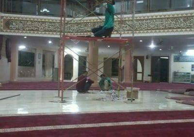 cuci-lampu-kristal-masjid-darul-irfan-35