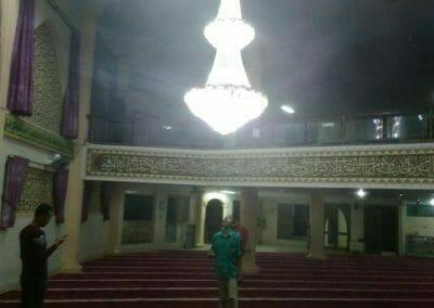 cuci-lampu-kristal-masjid-darul-irfan-36