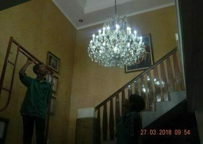 cuci-lampu-kristal-ibu-ayu-02