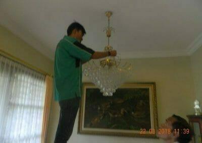 cuci-lampu-kristal-ibu-m-i-05