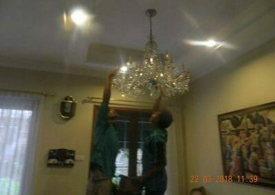 cuci-lampu-kristal-ibu-m-i-06
