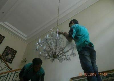 cuci-lampu-kristal-ibu-m-i-08